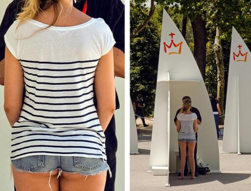 chica confesandose en la JMJ con pantalones cortos
